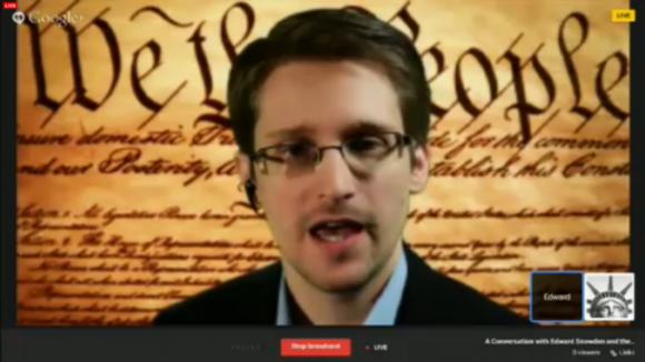 Edward Snowden hat per Google Hangouts an einer Podiumsdiskussion während der Konferenz South by Southwest teilgenommen (Screenshot: Seth Rosenblatt / CNET).
