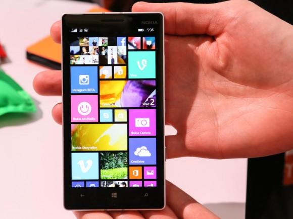 Das Lumia 930 wird in Kürze für 579 Euro in den Handel kommen (Bild: CNET.com).