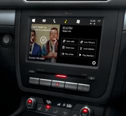 Windows-Konsole mit Kacheln im Auto (Bild: ZDNet.com)