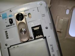 Der Akku des LG G3 ist mit 3000 mAh ebenso groß wie beim Vorgänger, lässt sich jetzt aber dank der abnehmbaren Rückseite auswechseln (Bild: CNET).