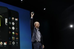 Amazon-CEO Jeff Bezos präsentiert das Fire Phone (Bild: James Martin /CNET).