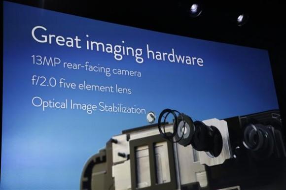 Fire Phone kommt mit einer 13-Megapixel-Kamea und optischer Bildstabilisierung (Bild: James Martin / CNET)