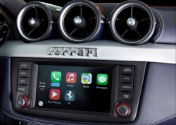 Apple CarPlay im Ferrari FF (Bild: Ferrari)
