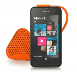 """Als Zubehör zum Lumia 530 bringt Microsoft farbige Wechselcover und den Lautsprecher """"Bang by Coloud"""" an. Letzterer ist  so konzipiert, dass er sich einzeln oder im Verbund verwenden lässt (Bild: Microsoft)."""