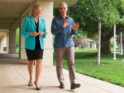 Bild mit Symbolchrakter: Ginni Rometty, Präsidentin und CEO von IBM, und Tim Cook, CEO von Apple, wollen künftig einen gemeinsamen Weg gehen (Bild: IBM).