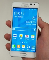 """So soll das Galaxy Alpha aussehen (Bild <a href=""""http://weibo.com/2452230511/BgzWv5DBR"""" target=""""_blank"""">via Weibo.com</a>)."""
