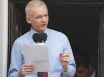 """Streit mit Eric Schmidt: Assange nennt Google """"privatisierte NSA"""""""