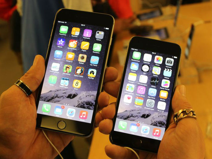 Bild zu «Pekinger Polizei schliesst Fabrik für gefälschte iPhones»