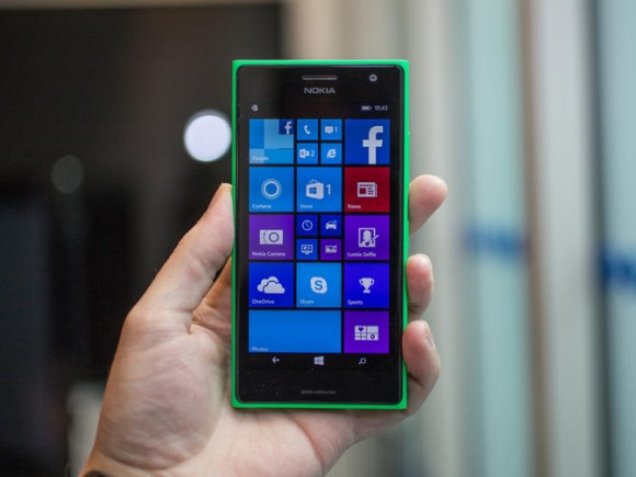 Die unverbindliche Preisempfehlung für das  Lumia 735 beträgt 299 Euro (Bild: CNET.com).