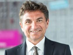 Dr. Ferri Abolhassan ist Geschäftsführer der T-Systems International GmbH und verantwortlich für den Bereich Delivery. Der promovierte Informatiker ist Autor und Herausgeber zahlreicher Bücher und Publikationen (Bild: T-Systems).