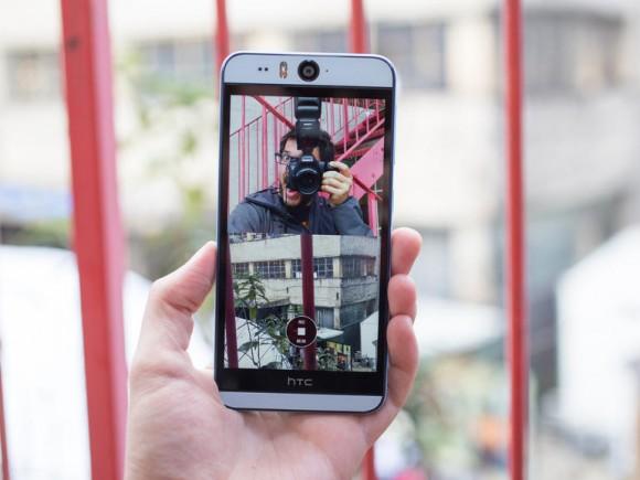 """HTCs """"Selfie""""-Phone bietet einige neue Software-Funktionen wie den Split-Capture-Modus (Bild: Andrew Hoyle/CNET)."""