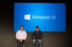 Die Microsoft-Manager Terry Myerson (links) und Joe Belfiore bei der Vorstellung von Windows 10 (Bild: Microsoft).