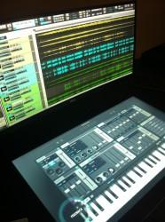 Smart Desk im Musikeinsatz (Bild: ZDNet.com)
