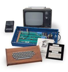 Der Apple-1 wurde ursprünglich ohne Zubehör für 666,66 Dollar verkauft (Bild: Christie's).