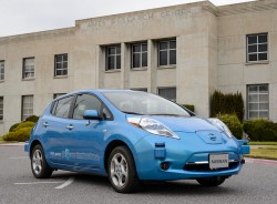 Elektrofahrzeug Nissan Leaf vor dem Ames Research Center (Bild: NASA)