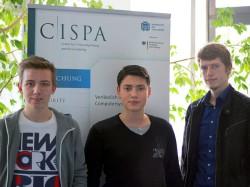 Die Saarbrücker Informatik-Studenten Kai Greshake, Eric Petryka und Jens Heyens (v.l.n.r.) haben die unzureichend abgesicherten MongoDB-Datenbanken im Netz entdeckt (Bild: Universität des Saarlandes).