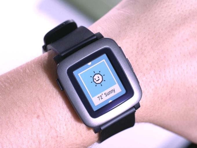 Farb-Smartwatch Pebble Time wird über Kickstarter finanziert