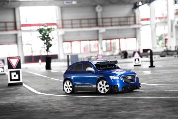 Für den Wetbewerb entwickeltes Modellfahrzeug im Maßstab 1:8 mit State-of-the-Art-Sensorik (Bild: Audi)