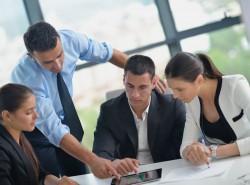 Mitarbeiter in Besprechung (Bild: Shutterstock)
