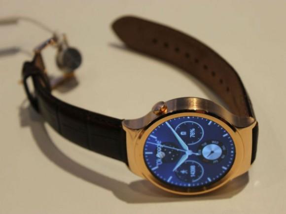 Die Huawei Watch besitzt ein 1,4 Zoll großes Display und nutzt Android Wear als Betriebssystem (Bild: Huawei).