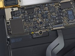 Mainboard des 12-Zoll-Macbook 2015 (Bild: iFixit)