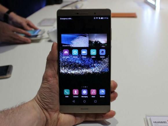 Das Huawei P8 Max besitzt ein 6,8-Zoll-Display mit Full-HD-Auflösung (Bild: CNET).