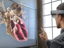 HoloLens im Einsatz (Bild: Microsoft)