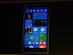 Startbildschirm von Windows 10 für Smartphones (Bild: Nate Ralph/CNET)