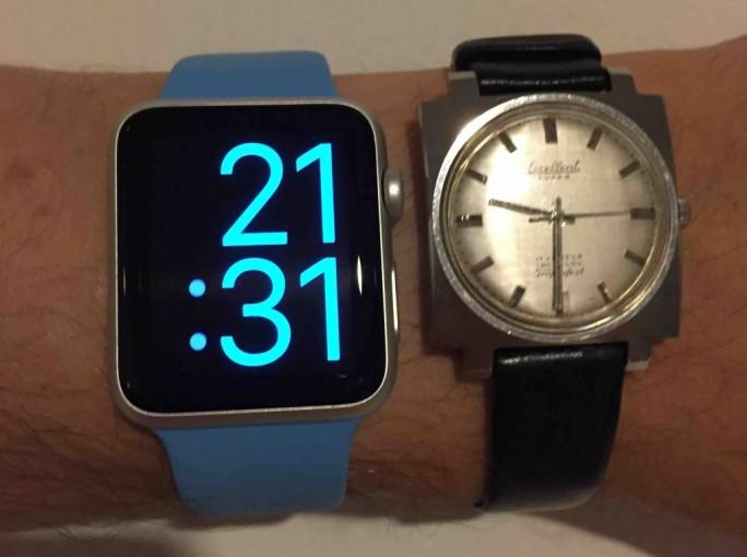 Apple Watch im Vergleich zum Erbstück (Bild: Carsten Mickeleit)