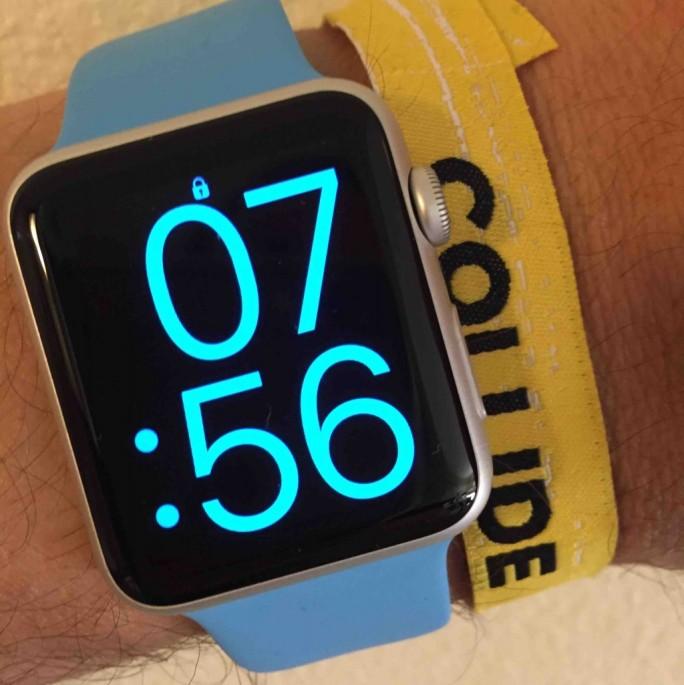 Apple-Watch: Festival-Band trennt Verbindung (Bild: Carsten Mickeleit)