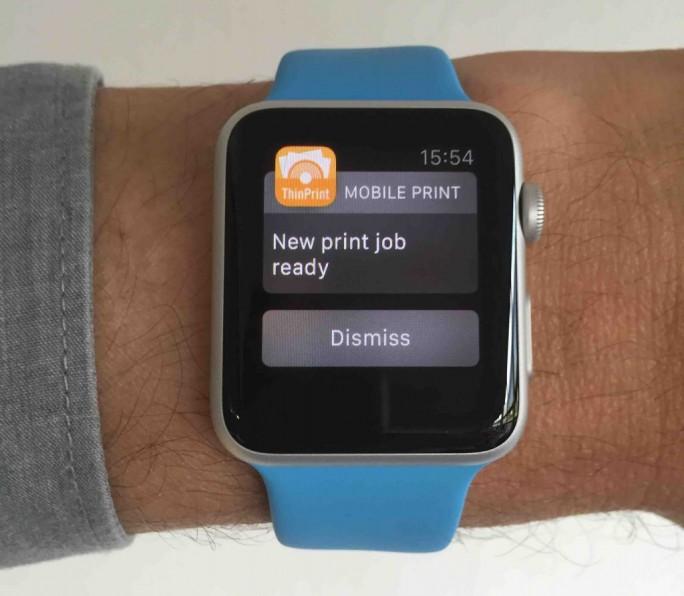 Apple-Watch signalisiert Druckaufträge (Bild: Carsten Mickeleit)
