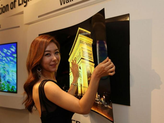LG Display hat einen 55-Zoll-OLED-TV präsentiert, der sich wie ein Poster an die Wand hängen lässt (Bild: LG Display).