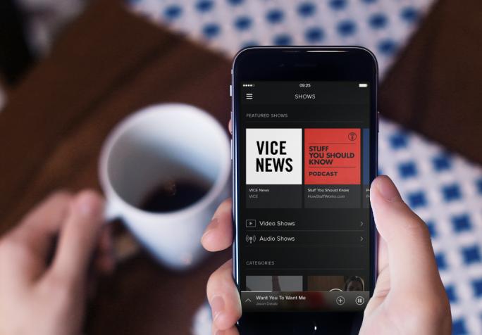 Spotify zeigt ab sofort Videos an, unter anderem von Vice News (Bild: Spotify).