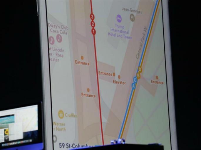 Die verbesserte Karten-App bezieht auf Wunsch öffentliche Verkehrsmittel in die Routenführung ein (Bild: James Martin/CNET).