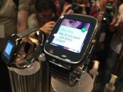 Die ZenWatch 2 kommt wie Apples Watch mit einer digitalen Krone (Bild: Seamus Byrne/CNET).
