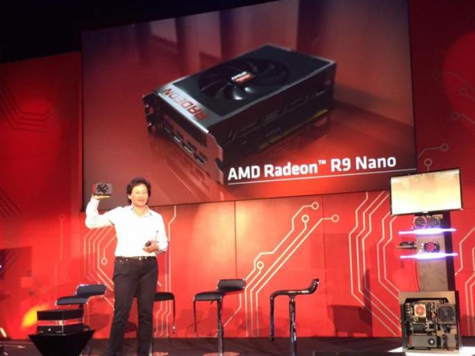 AMD-CEO Lisa Su präsentiert Radeon R9 Nano (Bild: Dan Ackerman / CNET).