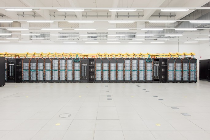 Hoechstleistungsrechners SuperMUC am LRZ Leibniz-Rechenzentrum (Bild: Andreas Heddergott, LRZ).