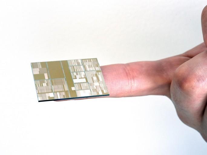 IBM-Forscher haben zusammen mit Globalfoundries, Samsung und der State University of New York einen 7-Nanometer-Testchip hergestellt (Bild: IBM).