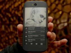 Für das Yotaphone 2 soll in Kürze ein Update auf Android 5.1 erscheinen (Bild: Sarah Tew/CNET).