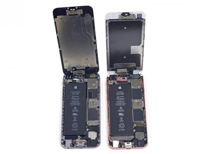 Um Platz für neue Funktionen zu schaffen, stattet Apple das iPhone 6S (rechts) mit einem kleineren Akku aus als das iPhone 6 (links) (Bild: iFixit).