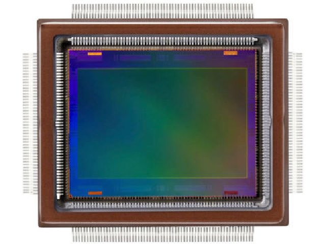 Der neu entwickelte CMOS-Sensor mit rund 250 Megapixeln (Bild: Samsung)