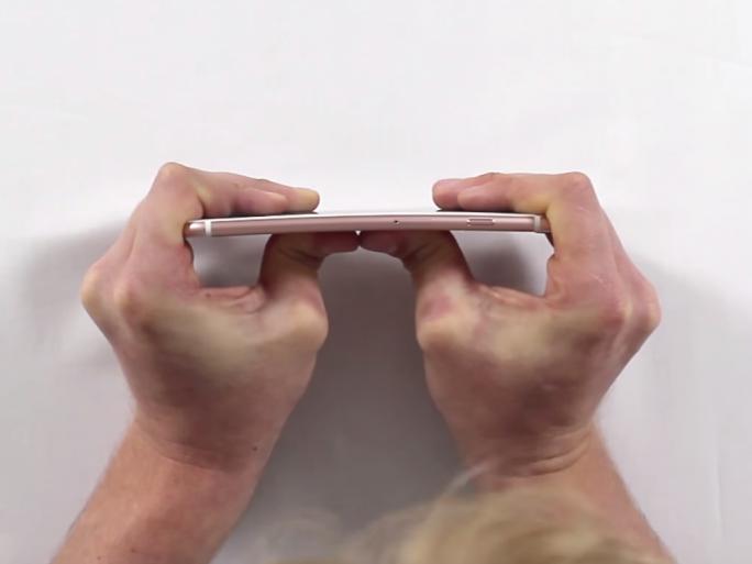 Das iPhone 6S hat einen ersten Biegetest überstanden (Screenshot: ZDNet.de).