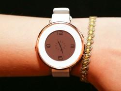 Die Pebble Time Round ist nur 7,5 Millimeter dick (Bild: Sarah Tew/CNET).