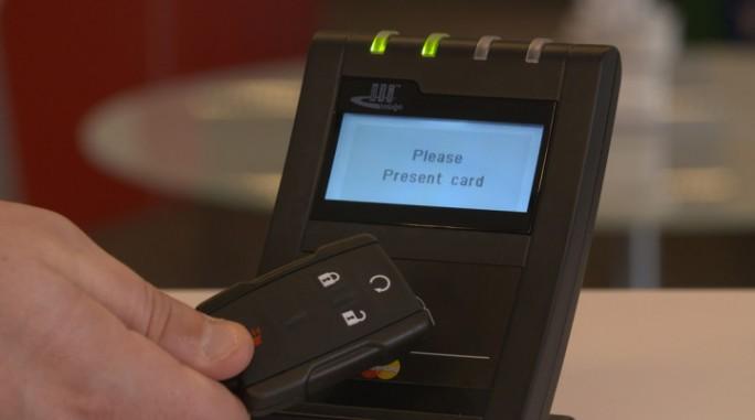 Bezahlen mit dem Autoschlüssel (Bild: Mastercard)