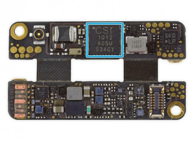 Die winzige faltbare Hauptplatine des Apple Pencil (Bild: iFixit)