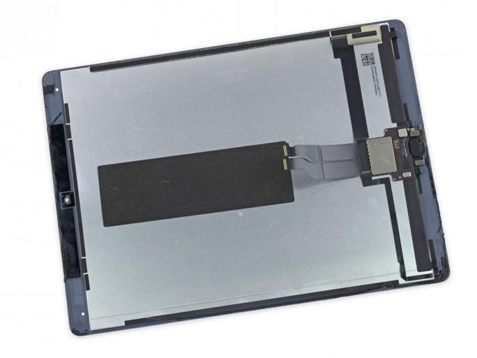 Die Komponenten des Displays sind fest miteinander verbunden und erschweren damit einen Austausch (Bild: iFixit).