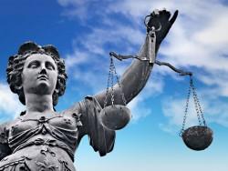 Justizia (Bild: Shutterstock)