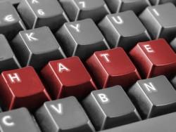 Hass im Internet (Bild: Shutterstock)