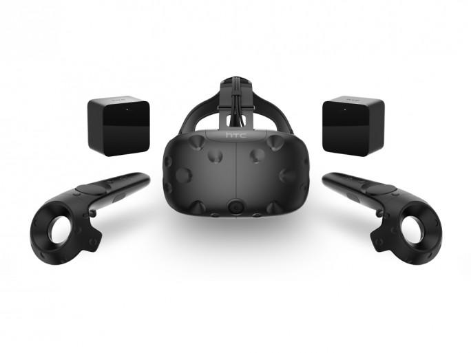 Im Lieferumfang sind neben dem Headset zwei kabellose Controller und ein Raum-Tracking-System enthalten (Bild: HTC).
