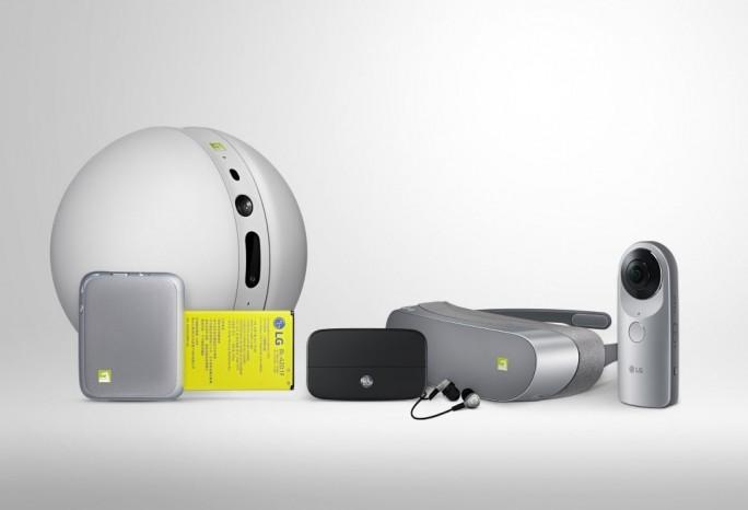 """Das Zubehörangebot """"LG Friends"""" umfasst ein Kamera- und Hi-Fi-Modul, eine externe IP-Kamera, eine VR-Brille und einen Controller (Bild: LG)."""